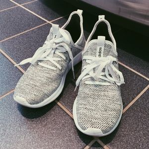 CLOUD ADIDAS SNEAKERS (7.5)